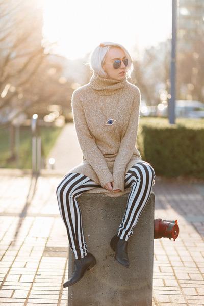 beige H&M dress - blue zeroUV sunglasses - black H&M pants