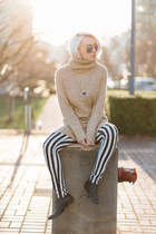 beige H&M dress - blue zeroUV sunglasses - black H&M pants
