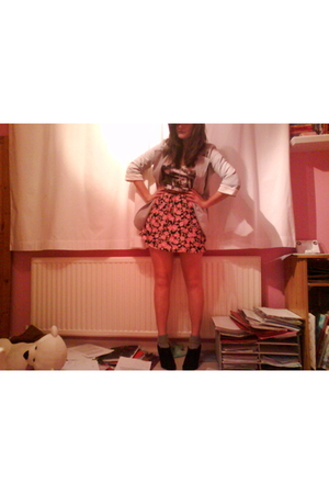 pink Urban Outfitters skirt - white Topshop t-shirt - silver Topshop socks - gra