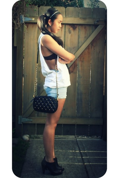 white DIY t-shirt - blue DIY shorts - black off the wall bag - black roberto via
