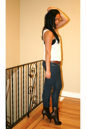 American Apparel t-shirt - Vianni Collection boots