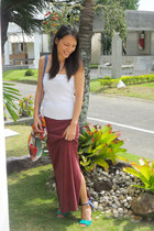 maroon Loalde skirt - white Tan Gan top