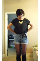 black cropped knotted H&M top - sky blue high waisted Levis shorts