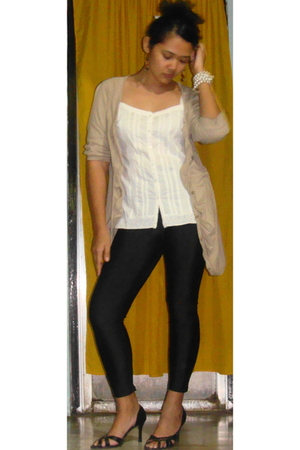 brown cardigan - American Eagle top - black random find tights - black Rusty Lop