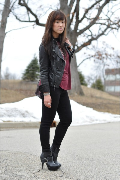 Theory t-shirt - black ankle Dollhouse boots - black skinny Old Navy jeans