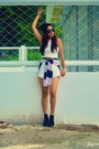 Black-wedge-shoes-white-skort-cotton-shorts-white-cropped-top