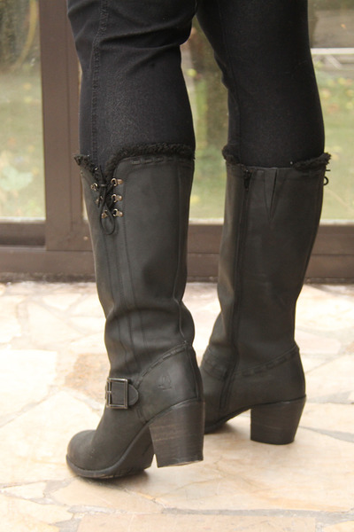 black-hush-puppies-boots-black-ikebana-leggings_400