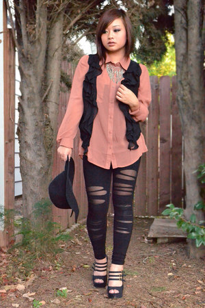 black ripped mesh go jane leggings - coral double pocket H&M shirt