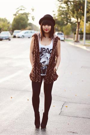 black suede Vince Camuto boots - H&M hat - brown faux fur Forever 21 vest