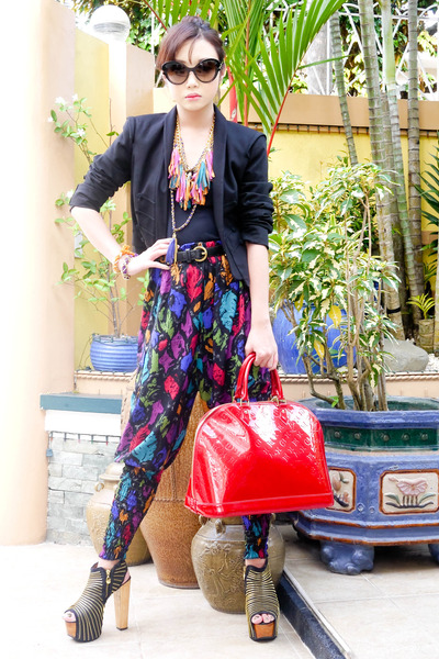ruby red Love Vintage pants - black Zara blazer