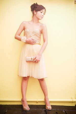 peach beaded tulle Mango dress - gold clutch vintage bag - nude accessories