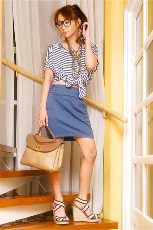 blue striped loose mimi t-shirt - tan satchel Nina Ricci bag