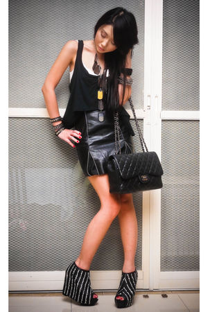 black mini skirt - black Topshop top - black Zara shoes - black Chanel bag - bla