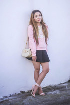 bubble gum Fashion Infinity sweater - black Zara skirt
