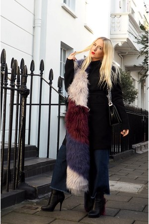 magenta faux fur River Island scarf - navy culottes Fashion Union jeans