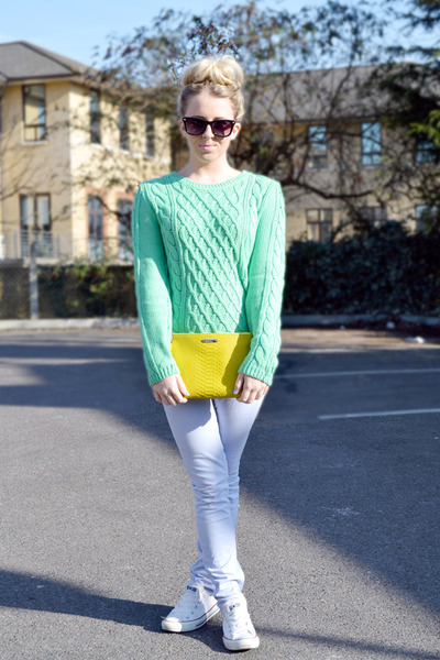 aquamarine cable knit H&M jumper - violet Topshop jeans