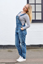 navy dungaree Topshop jeans - heather gray crop prodigy red top