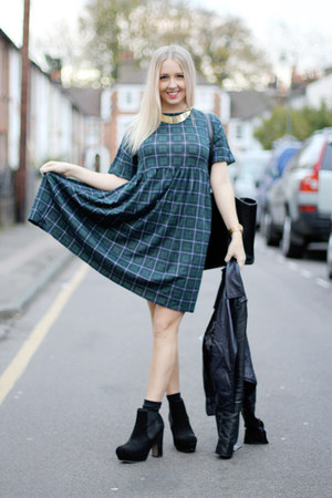 black chelsea asos boots - green Daisy Street dress