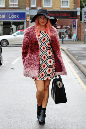 magenta MinkPink coat - black chelsea boots asos shoes