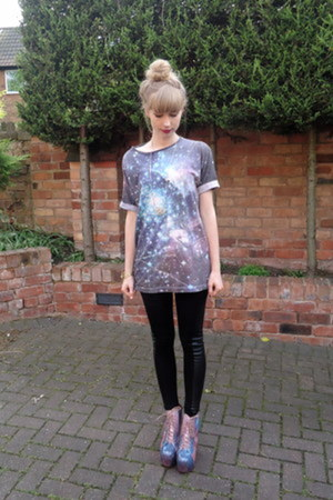 galaxy Supreme Being t-shirt - cosmic litas Jeffrey Campbell boots