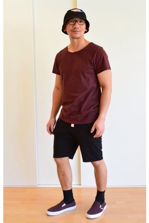 crimson shoes - black unknown brand hat - black cotton on shorts