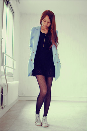 black laces Causewaymall dress - periwinkle zipia blazer - black Chicwish tights