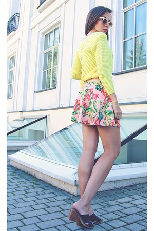light pink a-line style moi skirt - light yellow cropped DressLink sweater