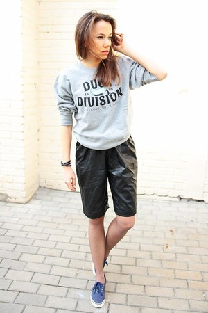 black Front Row Shop shorts - heather gray Carhartt WIP sweatshirt