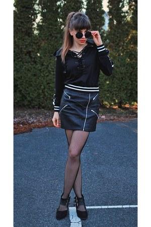 black lace up Lovelywholesale hoodie