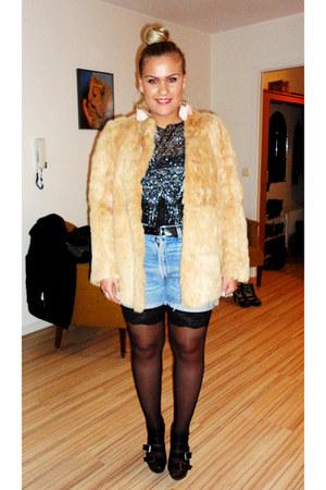 camel fur vintage coat - sky blue vintage levis shorts - black GINA TRICOT short