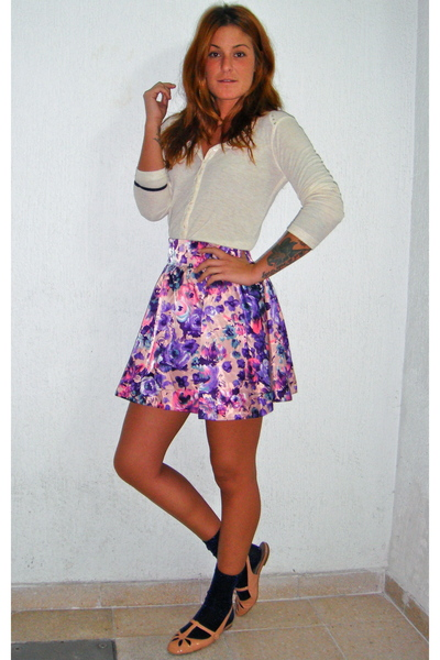 Pili & MIli t-shirt - H&M skirt - Zara socks - Bimba & Lola shoes