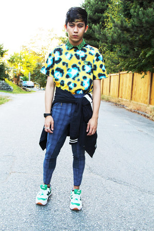 yellow Kenzo t-shirt - chartreuse yacht club 574 New Balance shoes