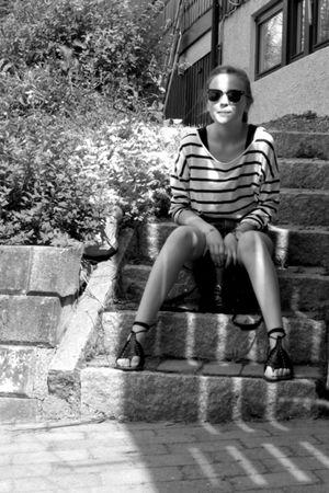 black H&M shoes - black vintage purse - blue Levis shorts - blue BikBok top - bl