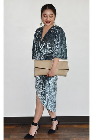 blue velvet Zara dress - tan oversized DIY purse