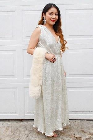 gold metallic lulus dress - cream faux fur Uniqlo scarf