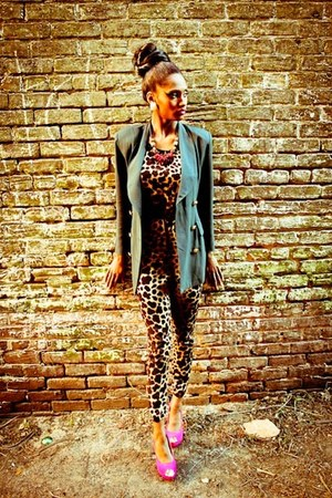 thrifted blazer - thrifted romper - fuschia heels