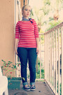 Navy-jeans-red-top-black-flats