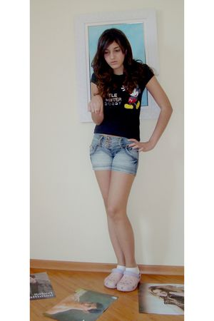 pink Crocs shoes - blue morena rosa shorts - black c&a t-shirt