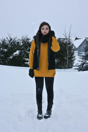 black Aldo boots - mustard thrifted sweater