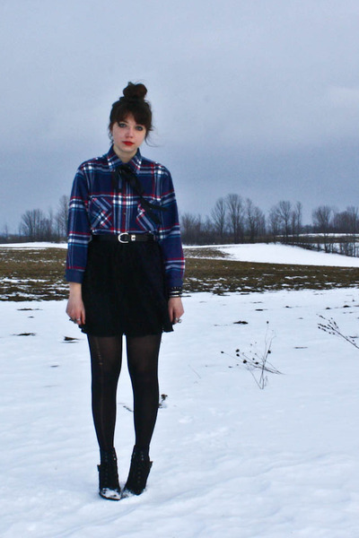 navy thrifted shirt - black Suzy Shier skirt