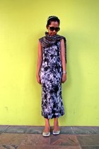 charcoal gray cotton Mango scarf - navy no brand dress - black coach sunglasses
