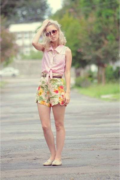 Antix Sleeveless Blouse shirt - floral shorts shorts - Round Glasses glasses