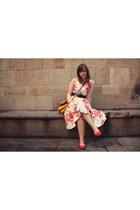 red and white vintage dress - gold satchel H&M bag - black Suzy Shier belt