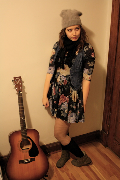 blue H&M vest - green boots - black floral Topshop dress