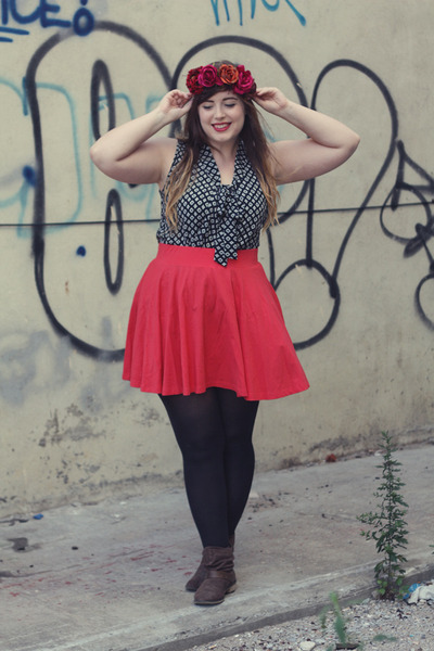 dark brown ankle new look boots - dark gray modcloth top - red BDG skirt