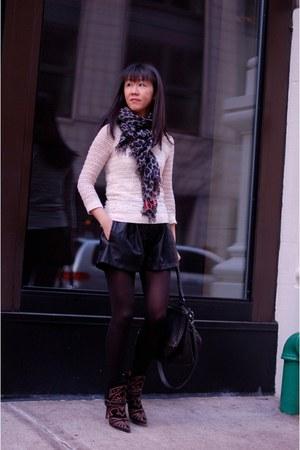leopard stole Louis Vuitton scarf - blackson boots Isabel Marant boots