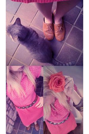 coral vintage woolen skirt - coral polka dot t-shirt - tawny belt - tawny lace u