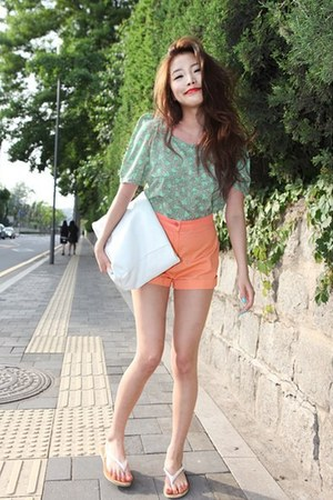 light orange shorts - aquamarine shirt - white bag