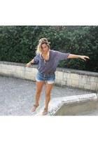 Zara sandals - H et M scarf - Levis shorts - Stradivarius blouse