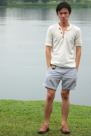 beige top - blue JCrew shorts - beige JCrew belt - brown Primavera shoes